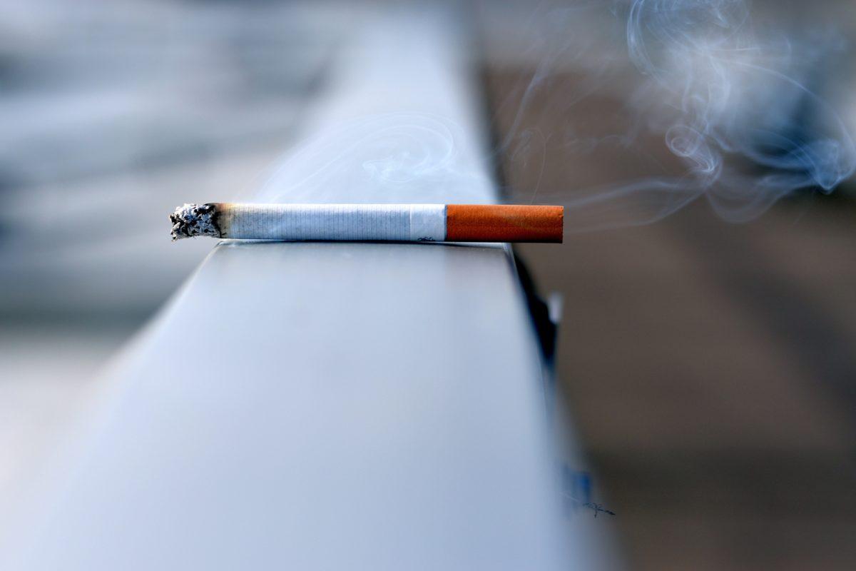 Investors who smoke earn lower returns, study shows